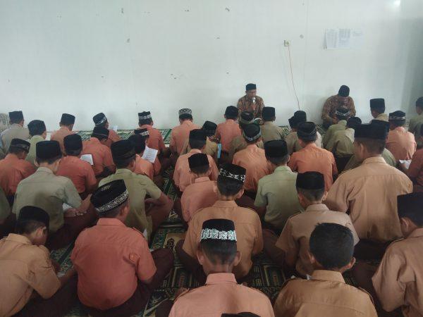 Wirid Yasin Bersama Setiap Hari Jum'at di Mushalla