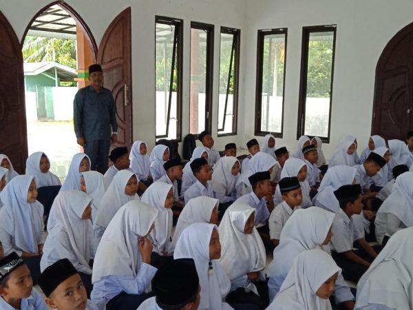 MTsN 7 Aceh Utara Melaksanakan Pembelajaran Tahsin Al-Quran, Tahfidh Al-Qur'an dan Kajian Islam Di Mushalla Madrasah